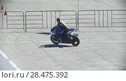 Купить «A man riding a blue motorcycle, slow-motion», видеоролик № 28475392, снято 20 сентября 2018 г. (c) Константин Шишкин / Фотобанк Лори