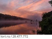 Купить «Летний пейзаж с восходящем солнцем над рекой и рыбаками», эксклюзивное фото № 28477772, снято 24 мая 2018 г. (c) Игорь Низов / Фотобанк Лори