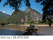 Купить «River with rocky mountains in background, River Mekong, Pak Ou District, Luang Prabang, Laos», фото № 28479504, снято 14 декабря 2016 г. (c) Ingram Publishing / Фотобанк Лори