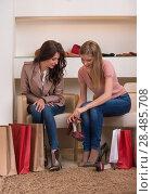Two young attractive girlfriends go shopping. Стоковое фото, фотограф Kirill Kedrinskiy / Ingram Publishing / Фотобанк Лори