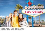Купить «happy friends over welcome to las vegas sign», фото № 28489796, снято 31 августа 2013 г. (c) Syda Productions / Фотобанк Лори