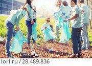 Купить «volunteers with garbage bags cleaning park area», фото № 28489836, снято 7 мая 2016 г. (c) Syda Productions / Фотобанк Лори