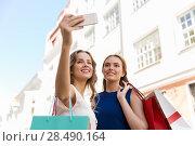 Купить «women shopping and taking selfie by smartphone», фото № 28490164, снято 9 августа 2015 г. (c) Syda Productions / Фотобанк Лори