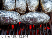 Купить «Grilled whole potatoes with foil delicious meal and embers», фото № 28492944, снято 23 марта 2019 г. (c) Ingram Publishing / Фотобанк Лори