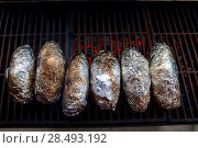 Купить «Grilled whole potatoes with foil delicious meal and embers», фото № 28493192, снято 23 марта 2019 г. (c) Ingram Publishing / Фотобанк Лори
