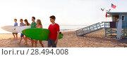 Купить «Surfer teenagers boys and girls walking on California beach at Santa Monica», фото № 28494008, снято 20 июня 2019 г. (c) Ingram Publishing / Фотобанк Лори