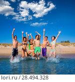 Купить «Happy excited teen boys and girls group jumping at the beach splashing water», фото № 28494328, снято 18 июля 2019 г. (c) Ingram Publishing / Фотобанк Лори