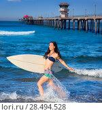 Купить «Brunette surfer girl running in Huntington Beach pier California», фото № 28494528, снято 18 июля 2019 г. (c) Ingram Publishing / Фотобанк Лори