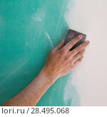 Купить «Plastering man hand sanding the plaste in drywall seam plasterboard», фото № 28495068, снято 11 марта 2013 г. (c) Ingram Publishing / Фотобанк Лори