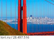 San Francisco Golden Gate Bridge view through cables in California USA (2013 год). Стоковое фото, фотограф Tono Balaguer / Ingram Publishing / Фотобанк Лори