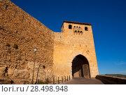 Morella in castellon Maestrazgo castle fort entrance door at Spain. Стоковое фото, фотограф Tono Balaguer / Ingram Publishing / Фотобанк Лори