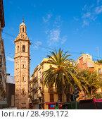 Купить «Valencia Plaza de la Reina with Santa Catalina church tower at Spain», фото № 28499172, снято 19 апреля 2019 г. (c) Ingram Publishing / Фотобанк Лори