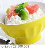 Купить «Cottage cheese in yellow bowl with kiwi, grapefruit and mint», фото № 28500568, снято 17 августа 2018 г. (c) Ingram Publishing / Фотобанк Лори