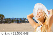 Купить «beautiful woman enjoying summer over venice beach», фото № 28503648, снято 19 июня 2013 г. (c) Syda Productions / Фотобанк Лори