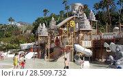 Купить «Детский городок Lost City с развлечениями для маленьких детей. Аквапарк Сиам, Коста-Адехе, Тенерифе, Канары, Испания», видеоролик № 28509732, снято 9 марта 2018 г. (c) Кекяляйнен Андрей / Фотобанк Лори