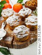 Купить «Mandarin muffins with raisin», фото № 28512056, снято 7 января 2018 г. (c) Надежда Мишкова / Фотобанк Лори