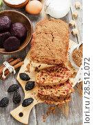 Купить «Beetroot pie with prunes and cocoa powder», фото № 28512072, снято 7 февраля 2018 г. (c) Надежда Мишкова / Фотобанк Лори