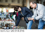 Купить «smiling mature spouses buying retro handicrafts on flea market», фото № 28514016, снято 23 октября 2017 г. (c) Яков Филимонов / Фотобанк Лори