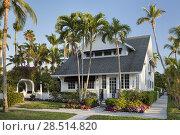 Купить «Dupont Family Cottage - one of the historic cottages of old Naples, Florida, USA.», фото № 28514820, снято 2 апреля 2018 г. (c) age Fotostock / Фотобанк Лори