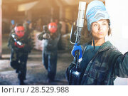Купить «female player is making selfie in paintball battle», фото № 28529988, снято 10 июля 2017 г. (c) Яков Филимонов / Фотобанк Лори