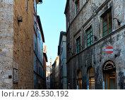 Купить «Siena street scene, Tuscany, Italy», фото № 28530192, снято 23 июня 2017 г. (c) Юрий Брыкайло / Фотобанк Лори