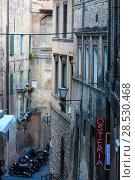 Купить «Siena street scene, Tuscany, Italy», фото № 28530468, снято 23 июня 2017 г. (c) Юрий Брыкайло / Фотобанк Лори