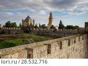 View of Ramparts Walk with Cathedral of Saint James in the background, Jerusalem, Israel (2017 год). Стоковое фото, фотограф Keith Levit / Ingram Publishing / Фотобанк Лори
