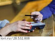 Купить «Hand holding smartphone paying on EDC machine.», фото № 28532808, снято 18 ноября 2017 г. (c) Ingram Publishing / Фотобанк Лори