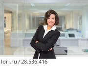 Купить «Portrait of a business woman in a office. Crossed arms», фото № 28536416, снято 14 января 2014 г. (c) Ingram Publishing / Фотобанк Лори