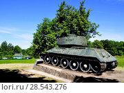 Купить «Город Гдов. Танк Т-34 на постаменте», фото № 28543276, снято 3 июня 2018 г. (c) Владимир Кошарев / Фотобанк Лори
