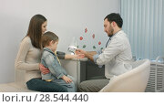 Купить «Doctor measuring blood pressure of a child in examination room», фото № 28544440, снято 21 февраля 2019 г. (c) Vasily Alexandrovich Gronskiy / Фотобанк Лори