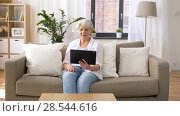 Купить «senior woman having video chat on tablet pc», видеоролик № 28544616, снято 29 мая 2018 г. (c) Syda Productions / Фотобанк Лори