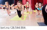 Group lesson on hatha yoga. Стоковое фото, фотограф Яков Филимонов / Фотобанк Лори