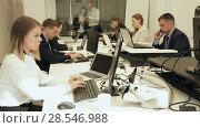 Купить «Group of successful business people during daily work in modern co-working space», видеоролик № 28546988, снято 25 апреля 2018 г. (c) Яков Филимонов / Фотобанк Лори