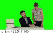 Купить «Secretary standing in the office presenting a document to her boss on a Green Screen», видеоролик № 28547140, снято 24 сентября 2015 г. (c) Vasily Alexandrovich Gronskiy / Фотобанк Лори