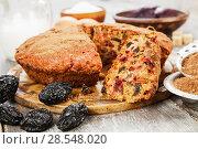 Купить «Beetroot pie with prunes and cocoa powder», фото № 28548020, снято 7 февраля 2018 г. (c) Надежда Мишкова / Фотобанк Лори