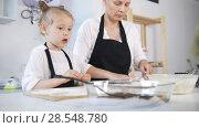 Купить «Mother and her little daughter forms cottage cheese pancakes», видеоролик № 28548780, снято 17 июля 2019 г. (c) Константин Шишкин / Фотобанк Лори