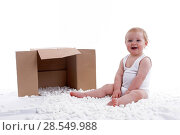 Baby in playsuit playing with styrofoam. Стоковое фото, фотограф McPHOTO / age Fotostock / Фотобанк Лори