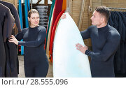 Купить «Guy and girl wearing surfing suits with boards for surfing», фото № 28555096, снято 30 апреля 2018 г. (c) Яков Филимонов / Фотобанк Лори