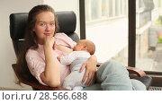 Mother nursing her newborn indoor. Стоковое видео, видеограф Ekaterina Demidova / Фотобанк Лори