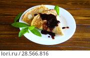 Купить «Fried pancakes thin», видеоролик № 28566816, снято 12 июня 2018 г. (c) Peredniankina / Фотобанк Лори