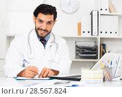 Купить «Doctor is talking with patient about health», фото № 28567824, снято 29 июля 2017 г. (c) Яков Филимонов / Фотобанк Лори