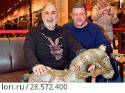 Купить «Celebrity Charity flea market (Charity Promi Flohmarkt) at LP12 Mall of Berlin. Featuring: Udo Walz, Carsten Thamm Where: Berlin, Germany When: 12 Nov 2016 Credit: AEDT/WENN.com», фото № 28572400, снято 12 ноября 2016 г. (c) age Fotostock / Фотобанк Лори