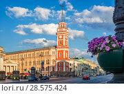 Купить «Дума в Петербурге. red building of the City Duma in St. Petersburg», фото № 28575424, снято 3 июня 2018 г. (c) Baturina Yuliya / Фотобанк Лори