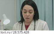 Купить «Serious female doctor talking about a illness and result at modern hospital indoors», видеоролик № 28575428, снято 24 ноября 2015 г. (c) Vasily Alexandrovich Gronskiy / Фотобанк Лори