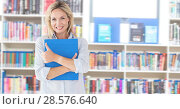 Student mature woman in education library. Стоковое фото, агентство Wavebreak Media / Фотобанк Лори