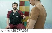 Купить «Doctor talking to pregnant woman», фото № 28577656, снято 19 июня 2019 г. (c) Vasily Alexandrovich Gronskiy / Фотобанк Лори