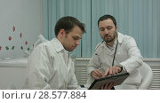 Купить «Male doctors watching on tablet pc and discussing results», видеоролик № 28577884, снято 24 ноября 2015 г. (c) Vasily Alexandrovich Gronskiy / Фотобанк Лори