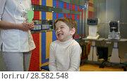 Купить «Happy child reviewing eyesight», фото № 28582548, снято 19 июня 2019 г. (c) Vasily Alexandrovich Gronskiy / Фотобанк Лори
