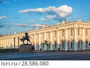 Купить «Скульптура коня на Аничковом мосту Sculptures of horses on the Anichkov Bridge», фото № 28586080, снято 3 июня 2018 г. (c) Baturina Yuliya / Фотобанк Лори
